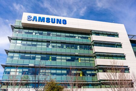 Feb 4, 2020 Mountain View / CA / USA - Samsung Research America campus in Silicon Valley; Samsung is a South Korean multinational conglomerate Éditoriale