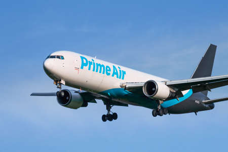 Feb 17, 2020 Stockton / CA / USA - Amazon Air aircraft approaching the airport; Amazon Air, formerly known as Amazon Prime Air, is a cargo airline operating exclusively to transport Amazon packages Redakční