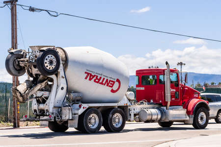 May 20, 2020 San Jose / CA / USA - Central Concrete mixer truck transporting cement to the construction site; Central Concrete Supply Company is a subsidiary of U.S. Concrete, an American company Redakční