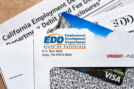 July 9, 2020 Sunnyvale / CA / USA - State of California Employment Development Department (EDD) correspondence, including the prepaid VISA Debit card used for sending the benefit payment; 免版税图像 - 151306534