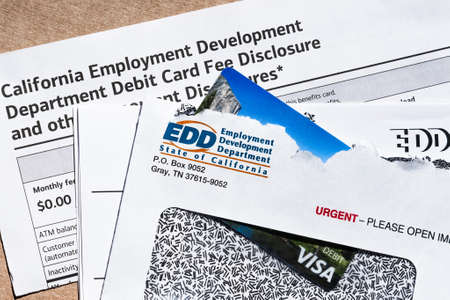July 9, 2020 Sunnyvale / CA / USA - State of California Employment Development Department (EDD) correspondence, including the prepaid VISA Debit card used for sending the benefit payment; 免版税图像 - 151745411