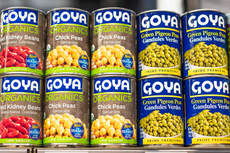 July 17, 2020 Santa Clara / CA / USA - Goya foods cans on display in a supermarket; Goya Foods, Inc. is an American producer of a brand of foods sold in the United States and many Hispanic countries 免版税图像 - 151745416