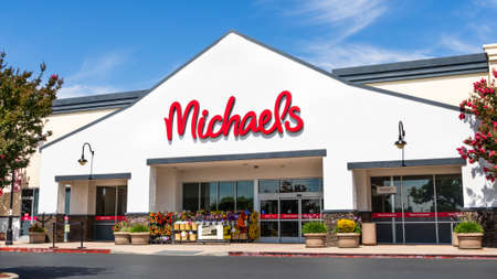 July 21, 2020 Milpitas / CA / USA - Michaels' store entrance to one of their locations in south San Francisco bay area; Michaels is a retail chain of stores specializing in arts and crafts 新闻类图片