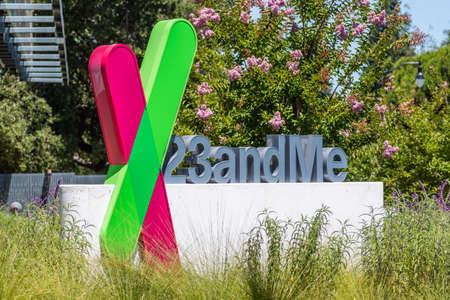 August 3, 2020 Sunnyvale / CA / USA - The 23andme logo at their new headquarters in Silicon Valley; Based on a saliva sample, 23andMe provides reports about the customer's health, traits and ancestry 新闻类图片