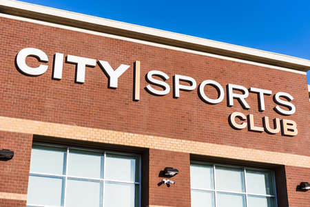 August 9, 2020 San Jose / CA / USA - City Sports Club logo on the facade of one of the Company's fitness centers in South San Francisco Bay Area; 新闻类图片