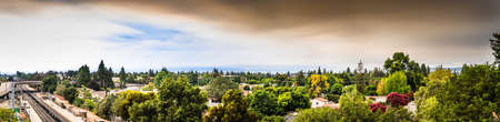 Panoramic view of smoke cloud created by the LNU, CZU and SCU lightning complex wildfires covering the San Francisco Bay sky and causing bad air quality across the entire area; Sunnyvale, California 写真素材