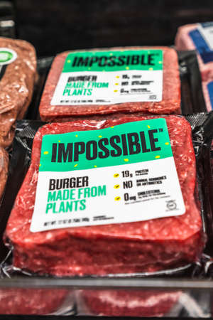 May 21, 2020 Sunnyvale / CA / USA - Impossible Burger packages available for purchase in a supermarket; the Impossible Burger is produced by Impossible Foods and it is plant based 報道画像