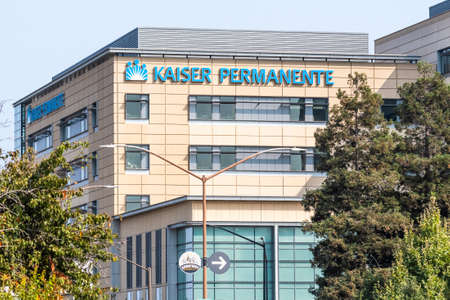 September 15, 2020 Redwood City / CA / USA - Kaiser Permanente Hospital in San Francisco Bay Area; Kaiser Permanente is an American integrated managed care consortium, based in Oakland 報道画像