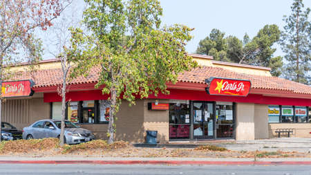 Sep 15, 2020 Redwood City / CA / USA - Carl's Jr. location in San Francisco Bay Area; Carl's Jr. Restaurants LLC is an American fast food restaurant chain operated by CKE Restaurant Holdings, Inc 報道画像