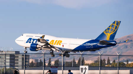 Oct 9, 2020 San Jose / CA / USA - Atlas Air aircraft landing in South San Francisco Bay Area; Atlas Air, Inc. is a cargo airline, passenger charter airline, and aircraft lessor 新闻类图片