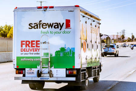 Oct 14, 2020 Pittsburg / CA / USA - Safeway delivery van driving on the freeway in East San Francisco Bay Area 新闻类图片