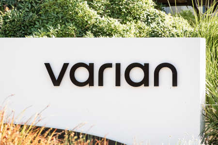 Sep 29, 2020 Palo Alto / CA / USA - Varian logo at their corporate headquarters in Silicon Valley; Siemens Healthineers announced in Aug 2020 plans to acquire Varian Medical Systems (VAR) 新闻类图片