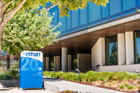 Sep 29, 2020 Mountain View / CA / USA - Intuit corporate headquarters in Silicon Valley; Intuit Inc is an American company that develops and sells financial, accounting and tax preparation software 新闻类图片