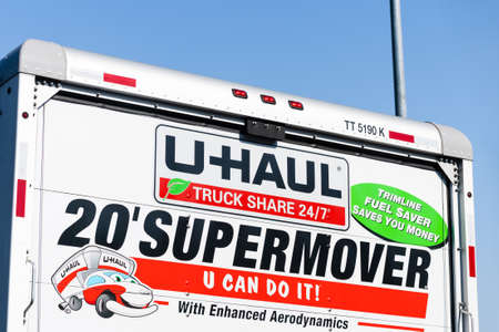 Oct 28, 2020 Concord / CA / USA - U-Haul logo displayed on a moving van; U-Haul is an American company offering DIY moving solutions 新闻类图片