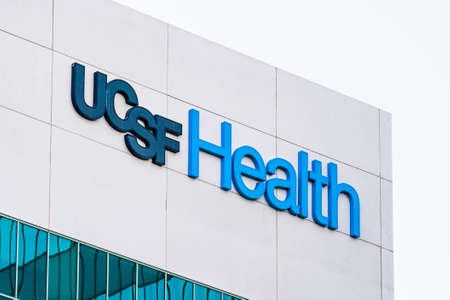 Sep 21, 2020 Brisbane / CA / USA - UCSF Health sign at their Supply Chain Management Department location; University of California, San Francisco Medical Center is a research and teaching hospital 新闻类图片