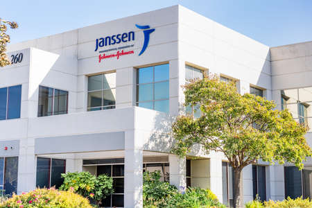 Sep 21, 2020 South San Francisco / CA / USA - Janssen headquarters in Silicon Valley; Janssen Research and Development, part of Johnson & Johnson, is currently developing a vaccine against COVID-19 新闻类图片