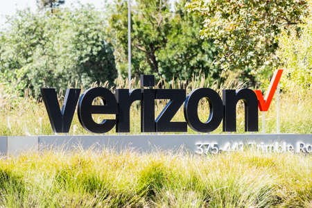 Sep 18, 2020 San Jose / CA / USA - Verizon at their headquarters in Silicon Valley, Verizon Communications Inc is an American multinational telecommunications conglomerate 免版税图像 - 164356858