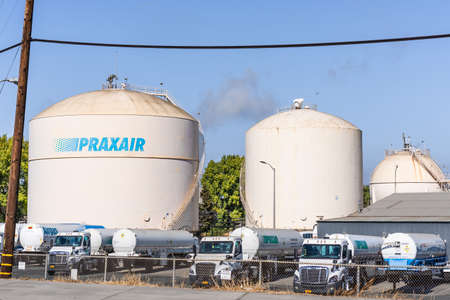 Oct 24, 2020 Pittsburg / CA / USA - Praxair Industrial Gases location in East San Francisco Bay Area; Praxair, Inc. is an American worldwide industrial gases company subsidiary of Linde plc