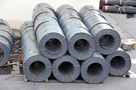 Stacked steel metal-roll, ready for shipment in port Banque d'images