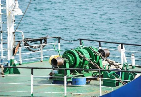 ancre marine: M�canisme de treuil ancre avec cha�ne en bateau
