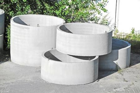 sump: Calcestruzzo blocco circolare fossa cortile della fabbrica