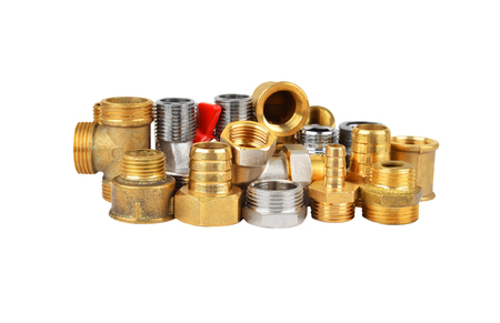 plumber: Conjunto de tuberías apropiado, aislado en fondo blanco