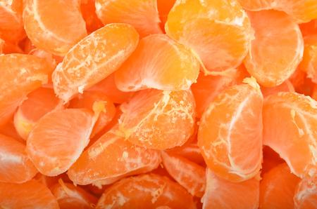 segmentar: Segmento de mandarina pelada, de cerca, como fondo Foto de archivo