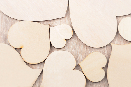 couple amoureux: Heart on wooden background, card for Valentines day