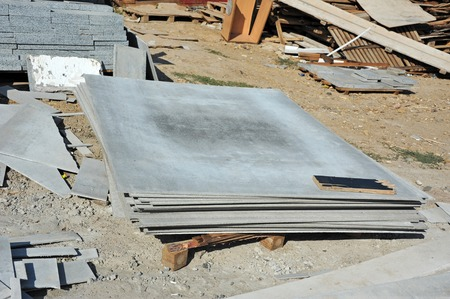 beton: Carved asbestos cement wallboard on construction site