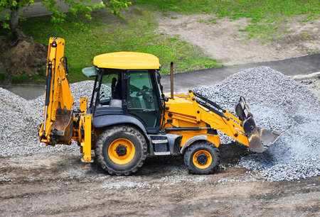 Contemporary yellow bulldozer on road construction site Banque d'images