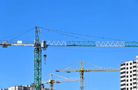 Crane and building under construction against blue sky 版權商用圖片