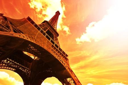 'tour eiffel': Eiffel Tower (Tour Eiffel) at sunset - Paris, France