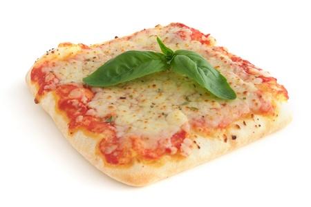 forme carre: Petit morceau carr� de pizza - isol�e sur fond blanc