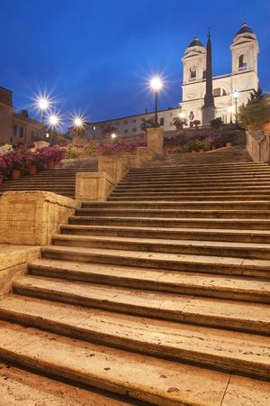 rome italie: Rome, Italie - Escaliers Espagnols et Trinita dei Monti par nuit Banque d'images