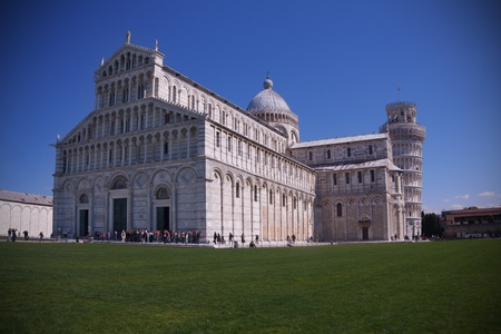 piazza dei miracoli: Pisa Leaning Tower and Cathedral in the Square of Miracles (Piazza dei miracoli). Editorial