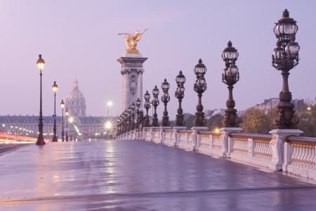 francia: Alejandro III puente en Par�s en la madrugada