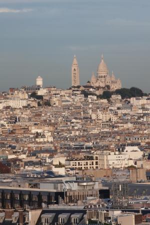 sacre coeur: Vue aérienne de la Basilique du Sacré-Coeur (la cathédrale du Sacré-Coeur) à Montmartre, Paris Banque d'images