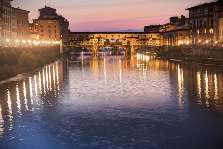 ponte vecchio: Florence, Tuscany, Italy: Ponte vecchio at dusk