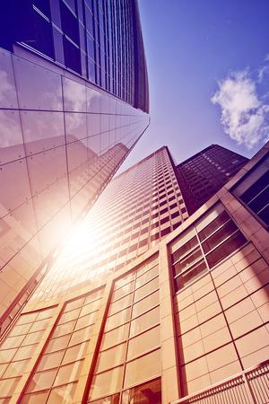 moderne glas en staal kantoortoren in de zon, Frankfurt am Main, Duitsland