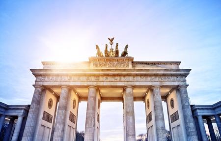 夕方日、ベルリン、ドイツのベルリンブランデンブルク