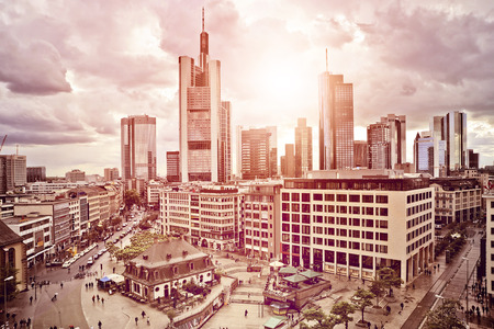 空中写真のシティ センターのフランクフルト アム マインでドイツの夕陽