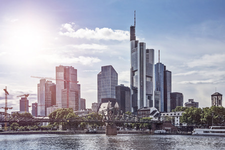 Skyline van Frankfurt am Main in de late namiddag Stockfoto