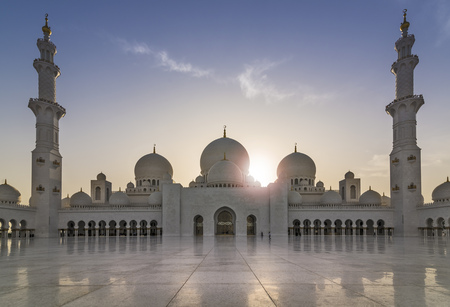 Sheikh Zayed Grand Mosque in the evening sun (Abu-Dhabi, UAE)