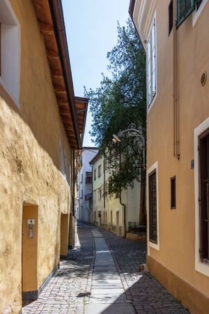 Typical small alleyway with building facades in the main district of City Meran. Province Bolzano, South Tyrol, Italy. Europe. Stockfoto
