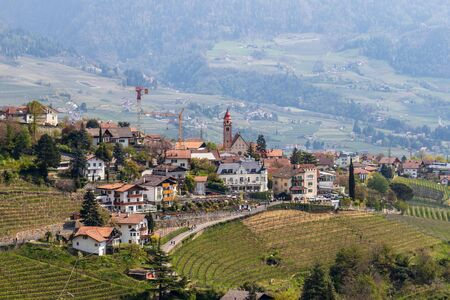 Detail view on Village Tyrol, Dorf Tirol im Meraner Land, with wine plantations and Alps in background. Province Bolzano, South Tyrol, Italy. Europe. Stockfoto