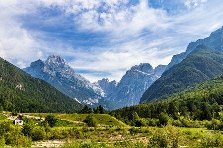 Panoramic view on Mangart-Jalovec Mountain Massive in the Julian Alps inside beautiful Landscape. Log pod Mangartom, Bovec, Slovenia, Europe. Banque d'images