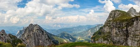 Panorama of Julian Alps with Fusine in Valromana, Mount Buconig and Mangart Chain. Taken from Mount Traunig, Travnik near Mangard Saddle. Italy. Stockfoto
