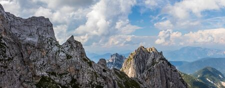 Panorama of Mount Buconig Chain and Summit. Taken from Mount Traunig, Travnik on Mangart Saddle. Border between Slovenia and Italy. Europe Stockfoto