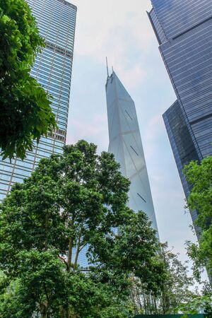 Bank of China Hongkong Tower at day between surrounded Skyscrapers and vegetation. Tall Skyscraper on Hong Kong Island, China. Asia Banque d'images - 131958078