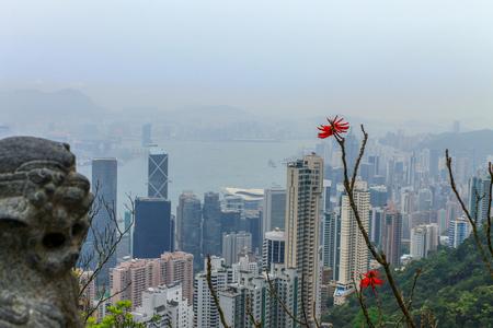 Hong Kong Skyline with Victoria Bay, Harbour and Kownloon on a foggy day with Dragon Monument. Hongkong Island Peak. Hong Kong, China Sajtókép
